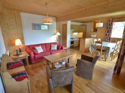 Photo for Stylish 3 bed apt for up to 6 next to the slopes!