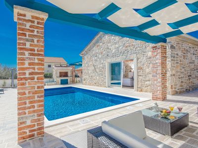 Photo for Holiday house with pool, air conditioning and barbecue