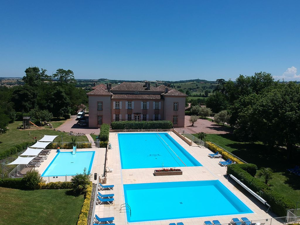 Charming house in the domain of Chateau de Barbet with swimming pool - 8 pers