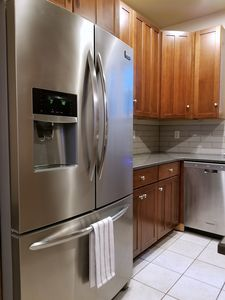 Refrigerator with filtered water dispenser