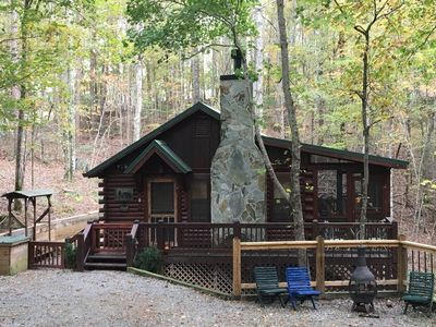 Shady Hollow--Romantic Couple's Getaway with Hot Tub, Internet, and Cable!