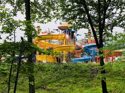 *NEWLISTING* PoconoRetreat~1 mile to Camelbeach Waterpark~pool~centralAC~parking