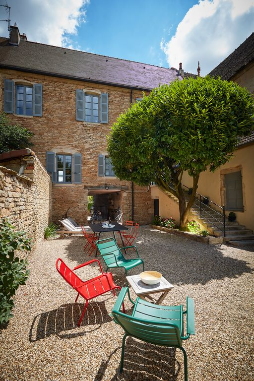 Location vacances maison beaune large and nice private garden surrounded by stone walls