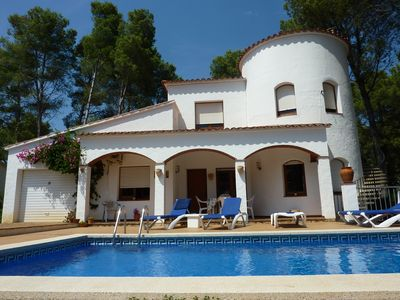 Photo for Imposing 4 bedroom villa with pool, 10 mins walk from sea