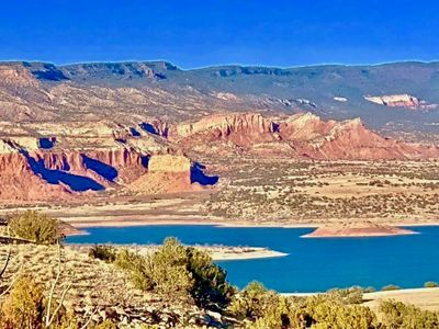 Wake up to stunning views of Abiquiu Lake and the million-year-old-red-rocks!