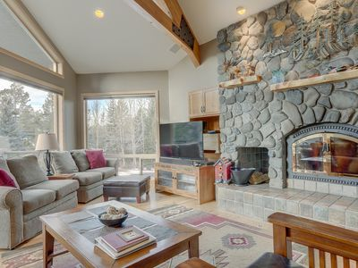 Photo for 3 Mulligan - Hot Tub with Wooded Views, Wine Cellar, SHARC passes, Comfort, & Style
