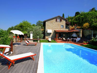 Photo for Villa with private swimming pool and garden, panoramic view over the valley
