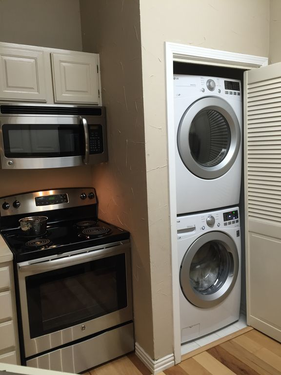 Lovely furnished condo, Greenville and University