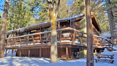 Photo for Delightful cabin in the woods w/vaulted ceilings, fireplace, close to Bear Mtn