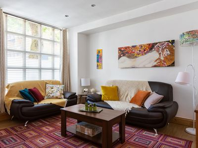 Photo for Cosmopolitan Apartment - 5 mins from Oxford Street