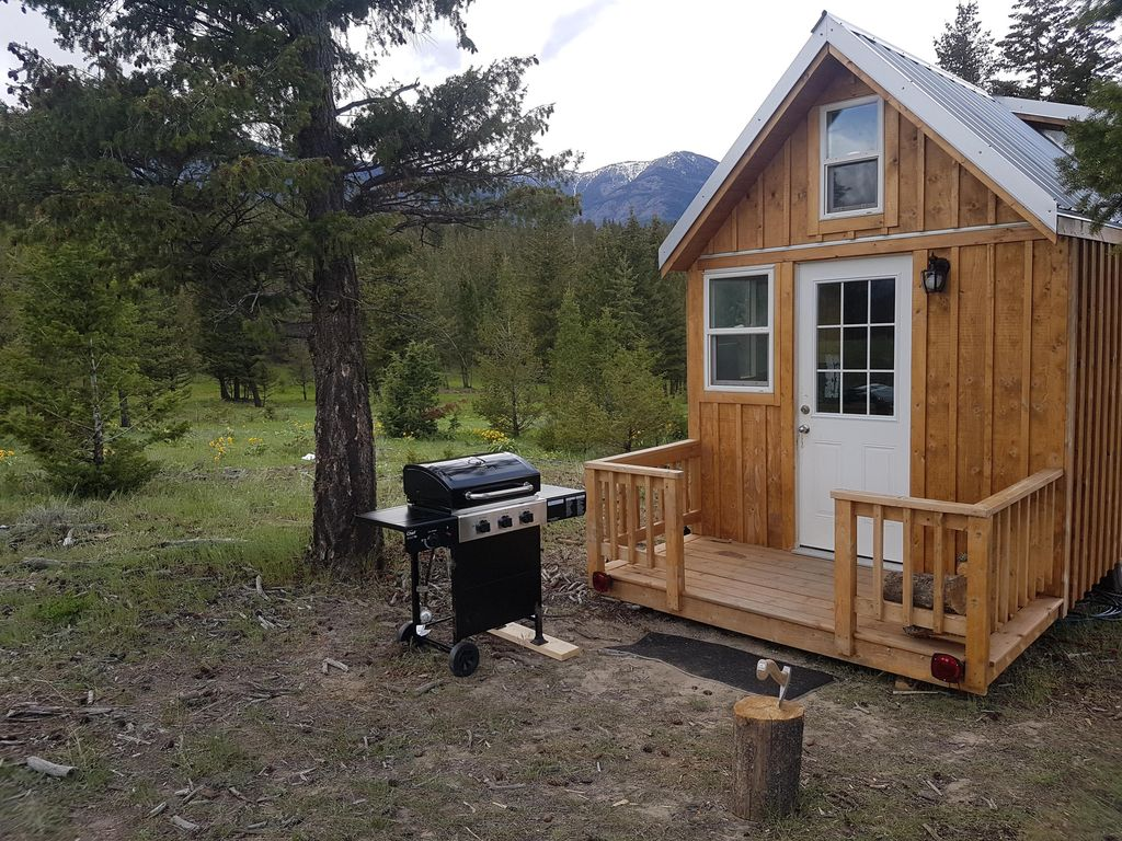 Rustic off grid tiny home south of fairmont vrbo for Virtual tiny house builder