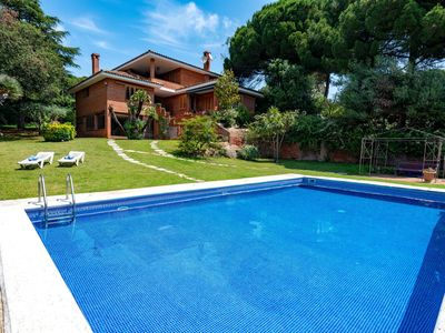 Photo for 5BR Villa Vacation Rental in Sant Vicen�� De Montalt, Catalonia