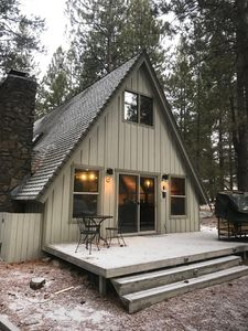 Photo for Cozy Cabin For 6, Hot Tub, Fireplace, SHARC passes, Free Wifi, Bbq, Bikes, Pets