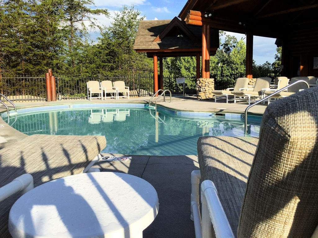 Unit 450 is a 1 king size bedroom 1 queen Bd with a person hot tub ...