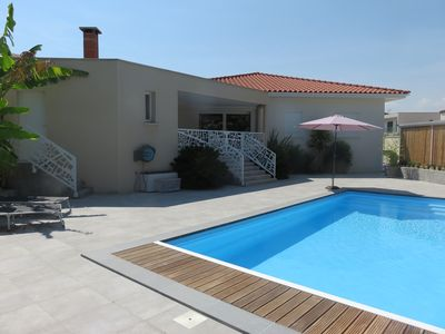 Photo for Contemporary family villa with pool - sleeps 8 - Juvignac