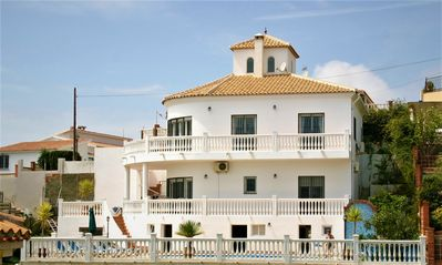 Photo for Villa with pool and whirlpool near the sea, per person / day 21-25 euros
