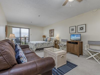 Ocean block condo close to Convention Center