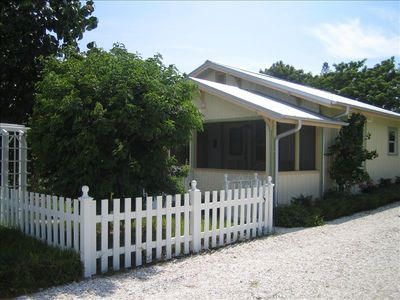 Beautiful Historic 1925 Naples Florida Cottage. Very cute and cozzy.