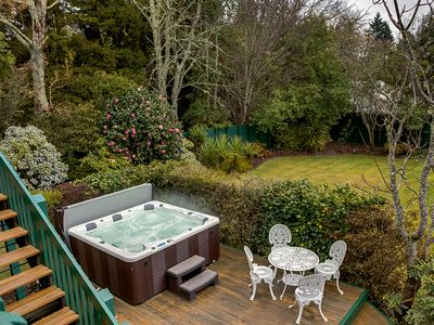 Photo for Leo's Place - 4 Bedrooms with Spa Pool within a short distance to the Redwoods