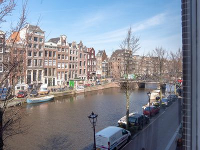 Romantic, luxurious monumental canal apartment. In city center. Walk everywhere.