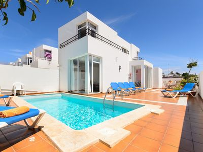 Photo for Beautiful holiday house with Heated Pool, Private Patio and Great Location