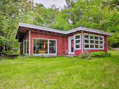 Photo for NEW! Cozy Cottage, 200 Feet to Pleasant Lakefront!