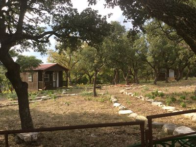 1 Room Cabin getaway, quiet country views, wildlife, picnic benches pet friendly