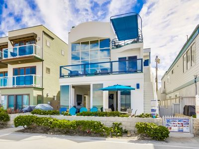 Luxurious Ground Floor Condo- Private Patio, On Boardwalk, Bbq, and Parking