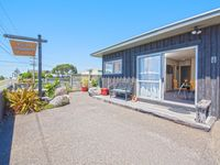A lovely little sunny property close to New World, cafes and the beach.