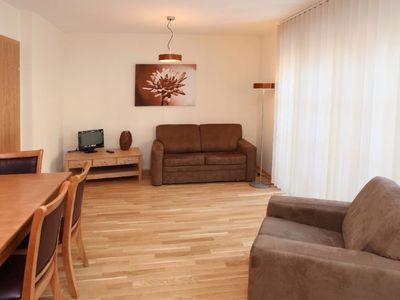 Photo for 2 bedroom Apartment, sleeps 6 with Pool, WiFi and Walk to Shops