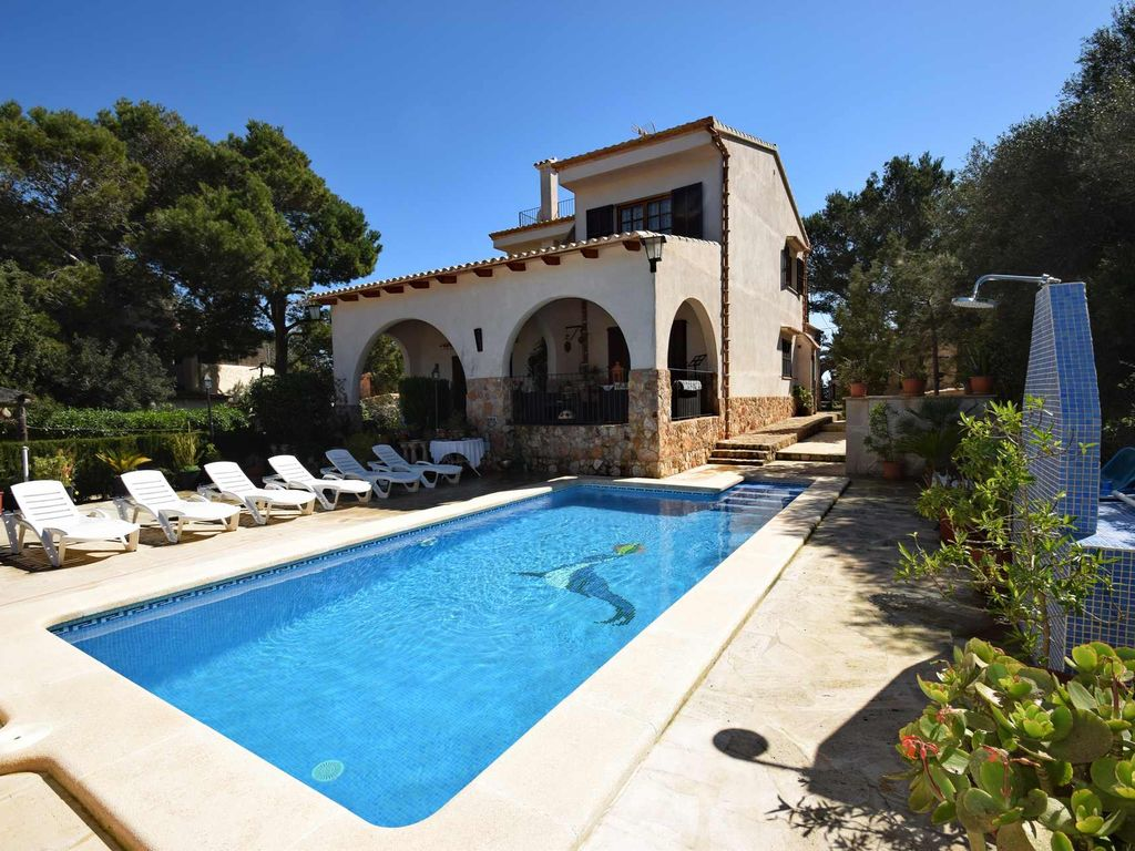 Nice house on large plot with pool for homeaway cala for Tours of nice houses