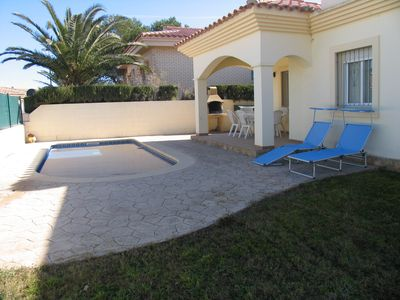 Photo for House with private pool 250 meters from the beach Riumar