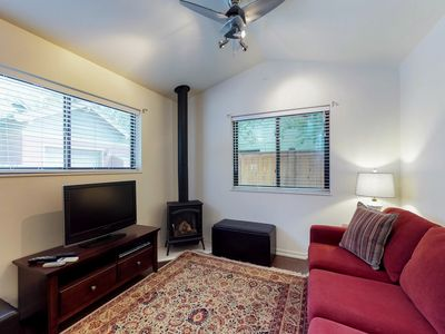 Photo for NEW LISTING! Relaxing home w/ full kitchen & furnished patio - near Drake Park!