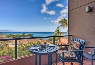 Find your perfect slice of paradise at this 2-bedroom, 2-bath Lahaina penthouse!