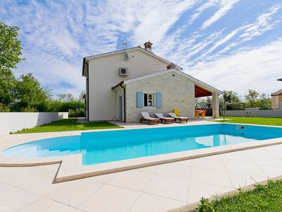 Photo for Stunning private villa with private pool, A/C, WIFI, TV, washing machine, pets allowed and parking