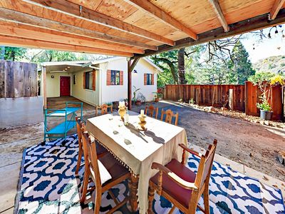 Yard - A covered dining patio offers seating for 6 in the fenced yard.
