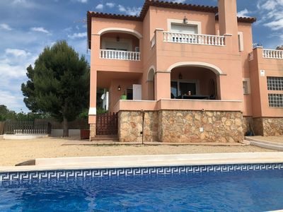 Photo for House in residential area with private pool a few minutes from the beaches