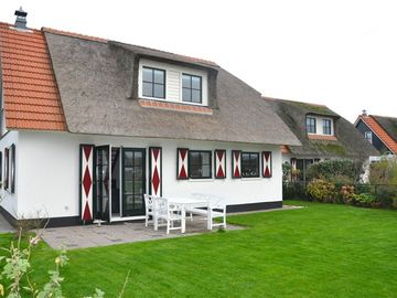 "Luxurious holiday villa for 6 people in the holiday park ""de Buitenplaats"""