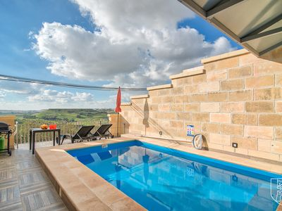 Photo for Ta' Guzeppi, house with pool and country views