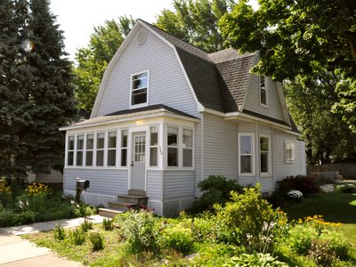 The 1896 Gatehouse ~ Walk To Live Music ~ Enjoy All The Amenities In Holland!