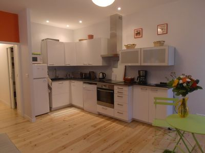 Photo for Renovated flat, 6 People, All on foot, downtown, 100 m from the beach