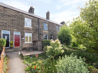 Photo for BOBBIN COTTAGE, pet friendly, with open fire in Matlock, Ref 963763