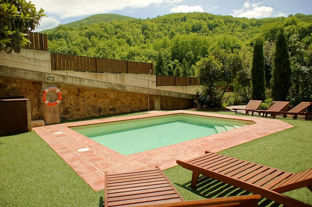 Luxury holiday in a rural house with indoor jacuzzi, pool and garden ...