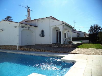 Photo for Pretty house with private pool, outdoor space for 6 p. L'Escala