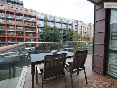 Photo for Fabulous 2 bed apartment with stunning canal views,in trendy Shoreditch (Veeve)