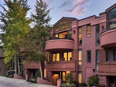 Photo for Downtown Contemporary Townhome