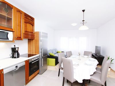 Photo for Lovely apartment for 4 people with WIFI, A/C, TV and parking
