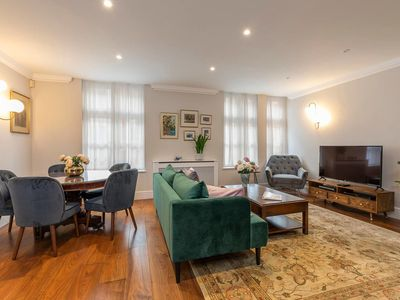 Photo for Charming and Airy 2 bed flat in Mayfair (sleeps 4)