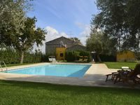 Excellent. Clean, spacious, lovely garden and pool. Great location for touring the area.
