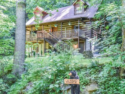 NEW Log Cabin, Secluded, Close to Town, Hot Tub, WiFi, Fireplace, Pet Friendly